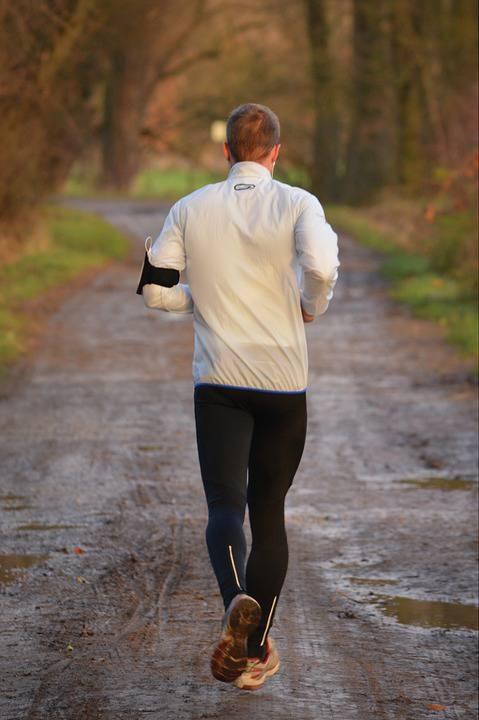 长跑呼吸技巧800m女跑步的正确呼吸方法
