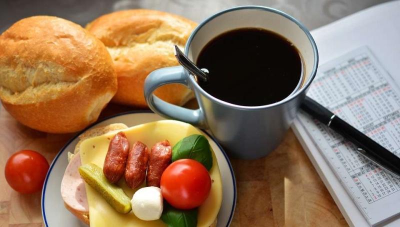 不吃早餐容易发胖吗缺乏科学依据不可信